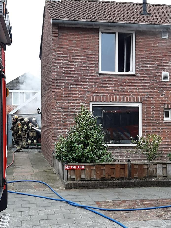 Uitslaande woningbrand in Teugenaarsstraat in Oss