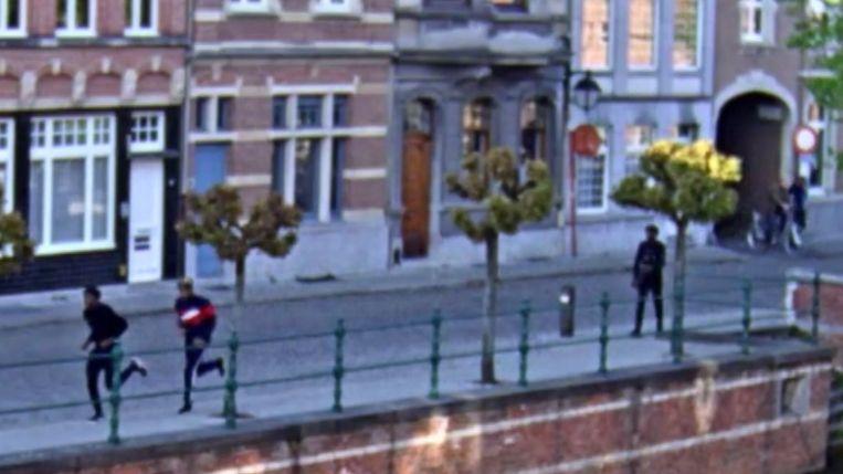 De drie verdachten werden gefilmd door bewakingscamera's van de stad en die werden verspreid door de politie in het opsporingsbericht Faroek (VTM)