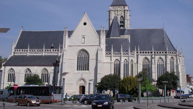 Rond het verdacht voertuig aan de kerk in Vilvoorde is een beperkte perimeter ingesteld.