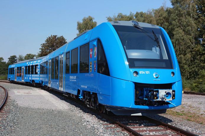 De waterstoftrein van Alstom kan de rokende diesels vervangen, er komt slechts stoom uit de uitlaat.