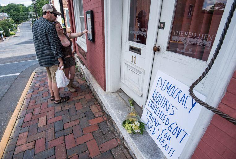 Eindelijk!, spreekt er uit de bedankbriefjes die mensen neerleggen voor de deur van het gesloten restaurant. Beeld AP