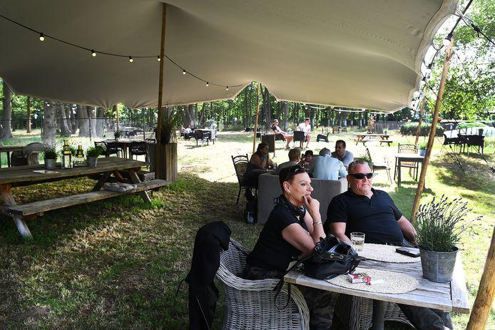 Pannenkoekenrestaurant d'n Tol in Velp heeft een extra groot terras.