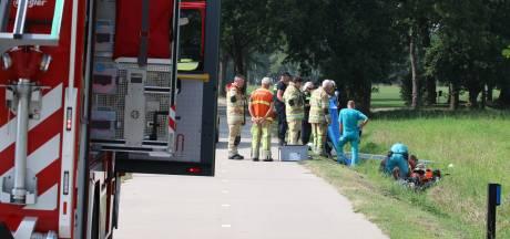 Brandweer moet er aan te pas komen om scootmobieler uit droge sloot te redden
