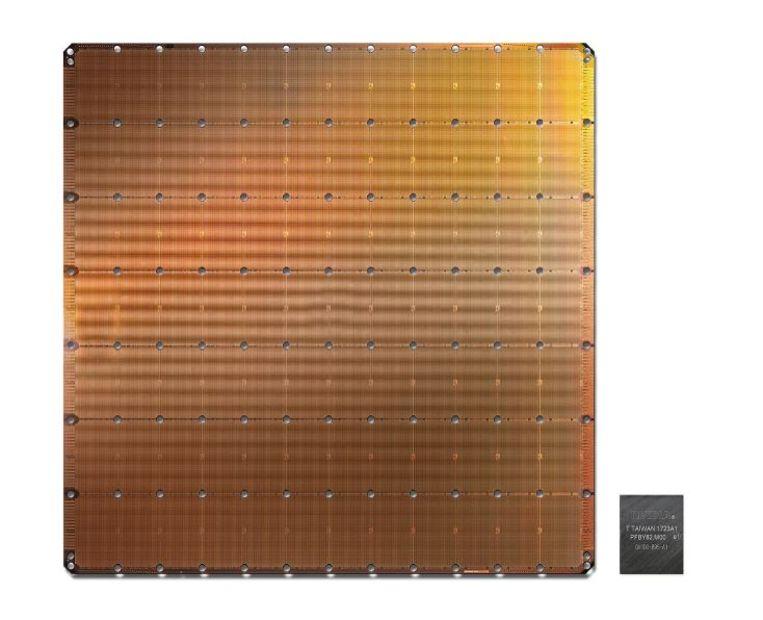 De chip van Cerebras naast een exemplaar (rechts) van Nvidia. Beeld Cerebras