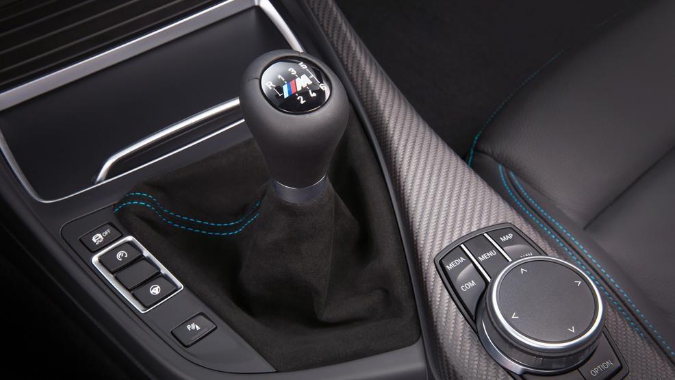 De handbak van een BMW M2 Competition