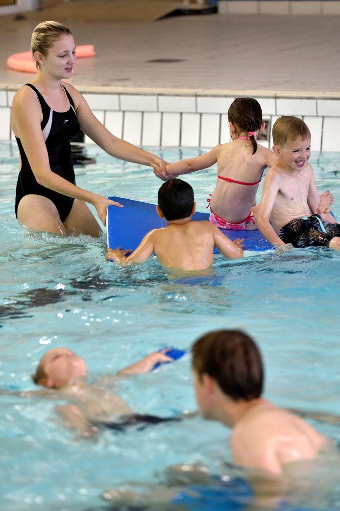 Foto uit de oude doos: spoedcursus zwemmen voor diploma A in de Dumpel.