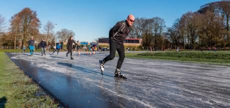 Voor het eerst in zes jaar schaatspret aan de Rubensstraat: 'Dit is toch een geweldig feest?'