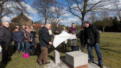 137 jaar oude grafsteen krijgt definitieve plaats op Langerloplein