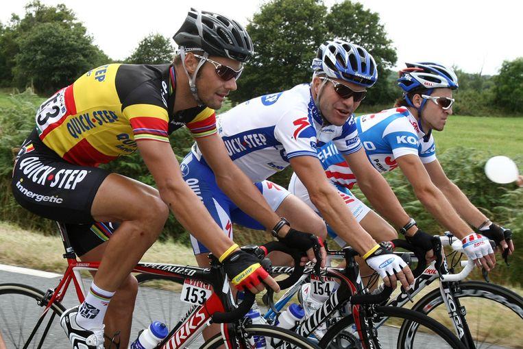Jonathan Hivert (rechts) met renners Tom Boonen en Steven de Jongh tijdens de tweede week van de Tour de France. (AFP) Beeld