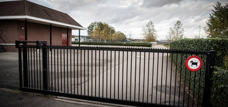 Familie Derks verliest kort geding en moet sleutels van poorten sportcomplex De Heikant aan buurbedrijf geven