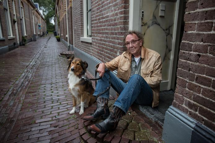 Berry Selles, bijna een jaar geleden, met zijn hond Shep.