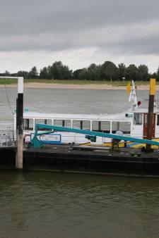 Panne bij pontje Slijk-Ewijk/Beuningen: vandaag en morgen uit de vaart