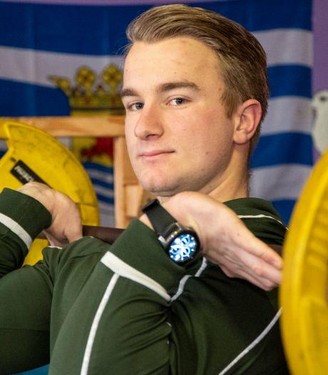 Voetballer Ton Hillebrand traint tijdens de coronastop voor het NK Powerliften