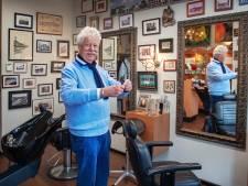 Kapper Jan de Vos (74) zwaait na 60 (!) jaar af: 'Geen zin om met een rollator aan het werk te gaan'