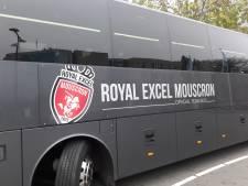 Wat doet de bus van deze Belgische profclub in Alphen?