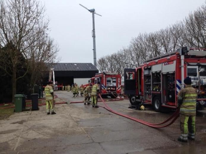 De brandweer rukte 15 maart met groot materieel uit naar een brand op een boerderij in Zeewolde.