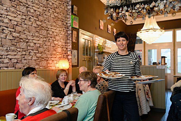 Els trakteert haar vaste klanten op gratis pannenkoeken.