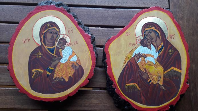 Moeder gods op twee plakken van de 'heilige eik'.