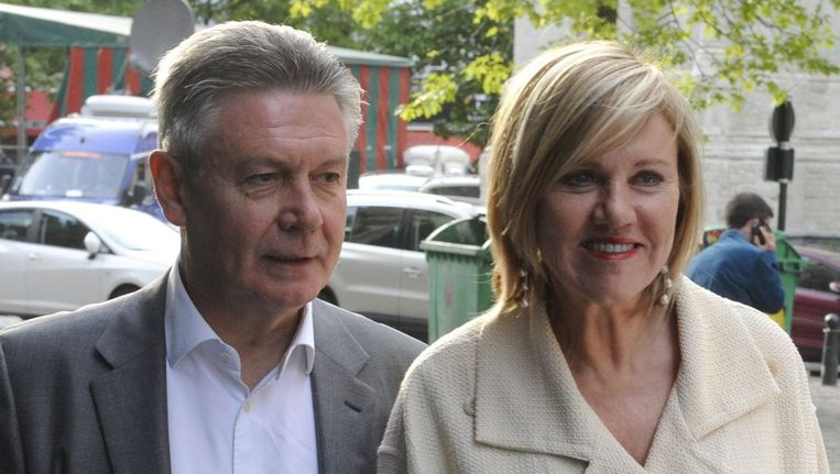 Uittredend Europees Commissaris Karel De Gucht en echtgenote Mireille Schreurs.