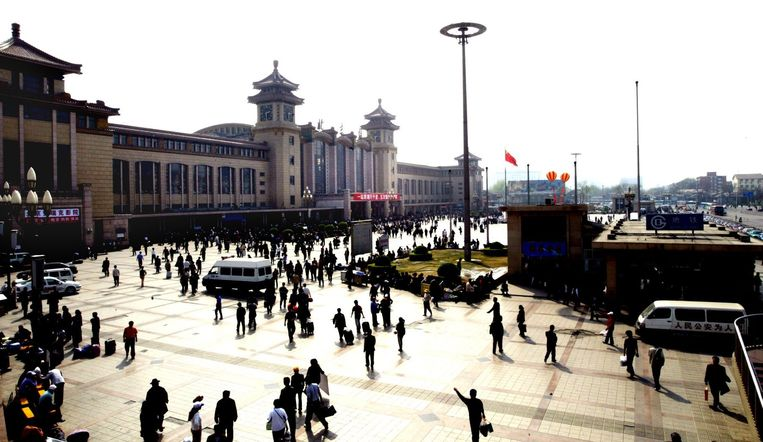 Stationsplein in Peking. Beeld anp
