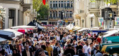 Duizenden bezoeken zonovergoten Goede Vrijdagmarkt in Deventer: 'Altijd een feestje'