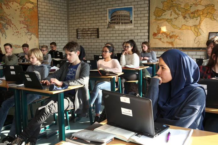 Op het Zuider Gymnasium komt 40 procent van de leerlingen niet van Rotterdam-Zuid. De rest komt uit alle lagen van de zuidoever. Andere scholen in dit stadsdeel kunnen slechts dromen van deze gemixte populatie.