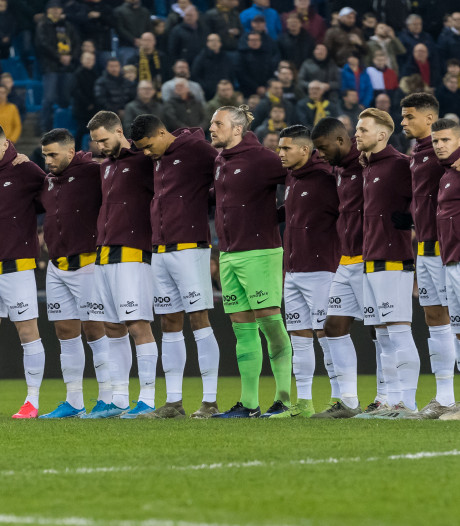Minuut stilte bij Vitesse voor slachtoffers flatbrand Arnhem