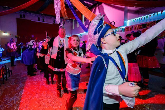 Kindermiddag in de Ankerkuil. Dansen op de Snollebollekes dus, en met de jeugdige aanwas in de raad lijkt het wel goed te zitten.