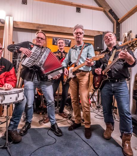 Maxima's: 'We zijn geen protestband, maar het dorp Den Hoorn gaat ons wel erg aan het hart'