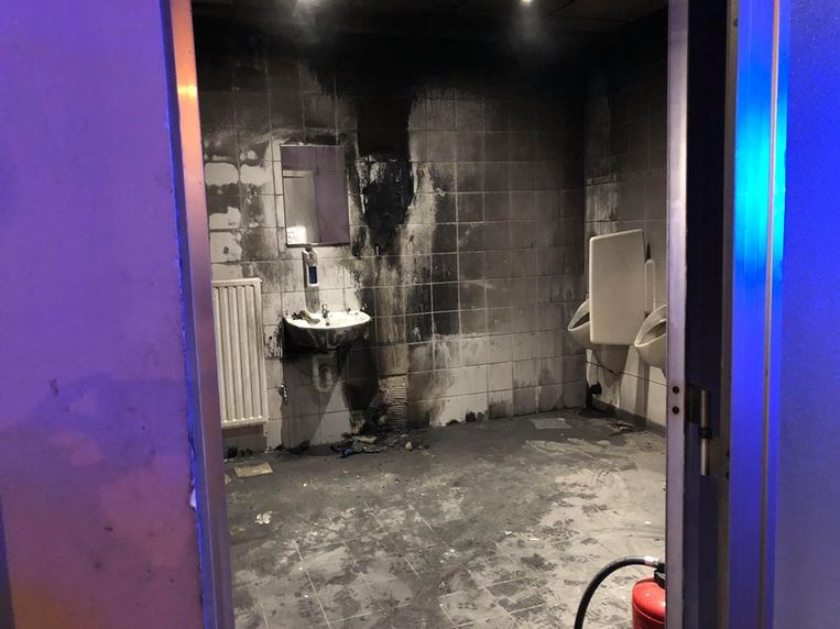De minderjarigen zorgden voor heel wat schade in de toiletten.