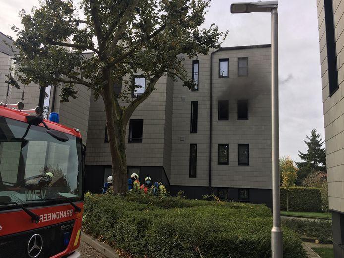 Zwarte rook kwam uit de ramen van het appartement op het Wallaysplein in Wevelgem.