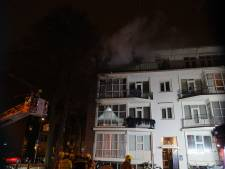 Brand in portiekflats Kralingen vermoedelijk aangestoken