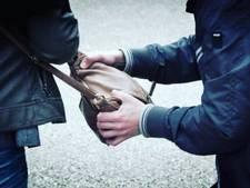 Man uit Lichtenvoorde (70) beroofd van tas in Arnhem