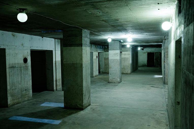 De Anhalter Bunker staat op de grens tussen Mitte en Kreuzberg, waarop in oude graffiti geschreven staat 'wie bunkers bouwt, bouwt ook bommen. Beeld Daniël Rosenthal