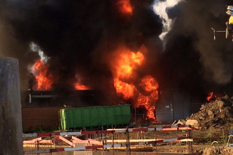 De brand verwoestte donderdag de carwash en aanpalende woonst van het gezin Wildemeersch.
