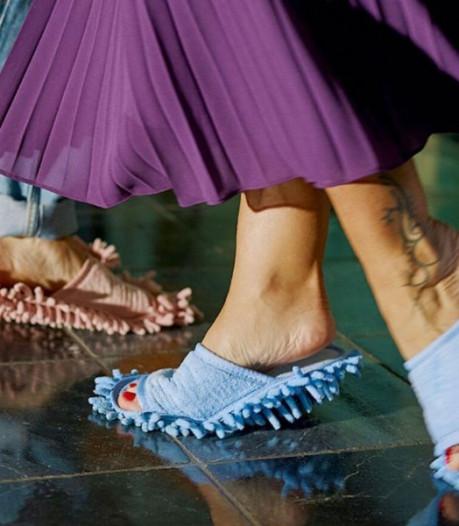 """Ces """"chaussons de nettoyage"""" vous permettent de faire le ménage avec vos pieds"""