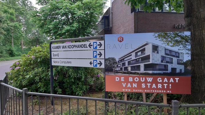 De sloop van de vroegere Kamer van Koophandel aan en daarmee de bouw van wooncomplex de Ravel in Ruitersbos in Breda-Zuid kan beginnen.