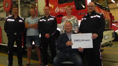Brandweer haalt 13.421 euro op voor zieke collega