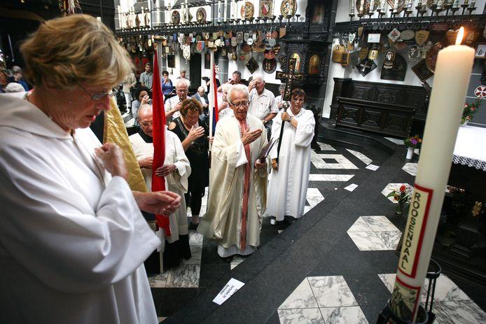 De meeste Nederlanders zijn voor het eerst niet gelovig. Rond 1900  was vrijwel iedereen katholiek of protestants.