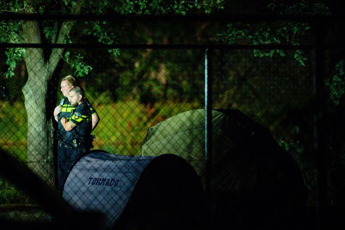 Twee karpervissers neergestoken op vakantiepark Beekse Bergen, daders op de vlucht.