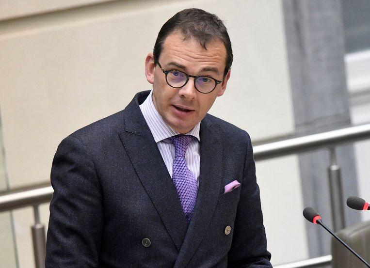 Vlaams minister voor Welzijn Wouter Beke (CD&V) is kop van Jut. Hij wil dat de CAW's vijf miljoen euro besparen.