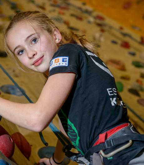 Enschedese sportklimster Swalue (15) op weg naar de top