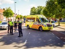 Scooterrijder botst tegen openslaande deur van geparkeerde auto in Eindhoven en valt daarna op tegenligger