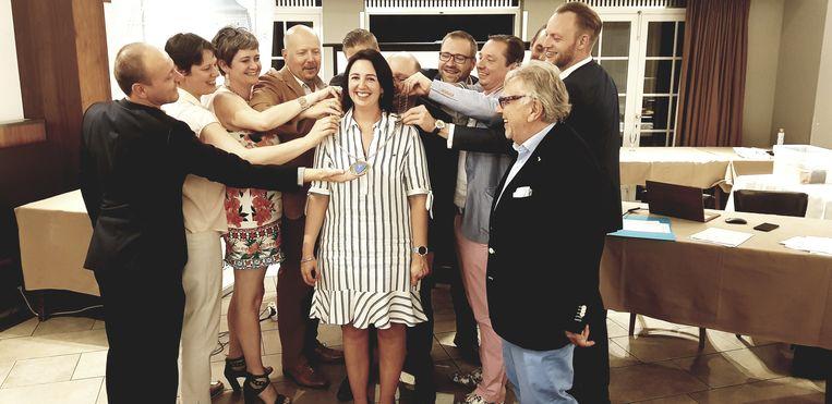 Nadja Van Mechelen met enkele leden van JCI Lier.