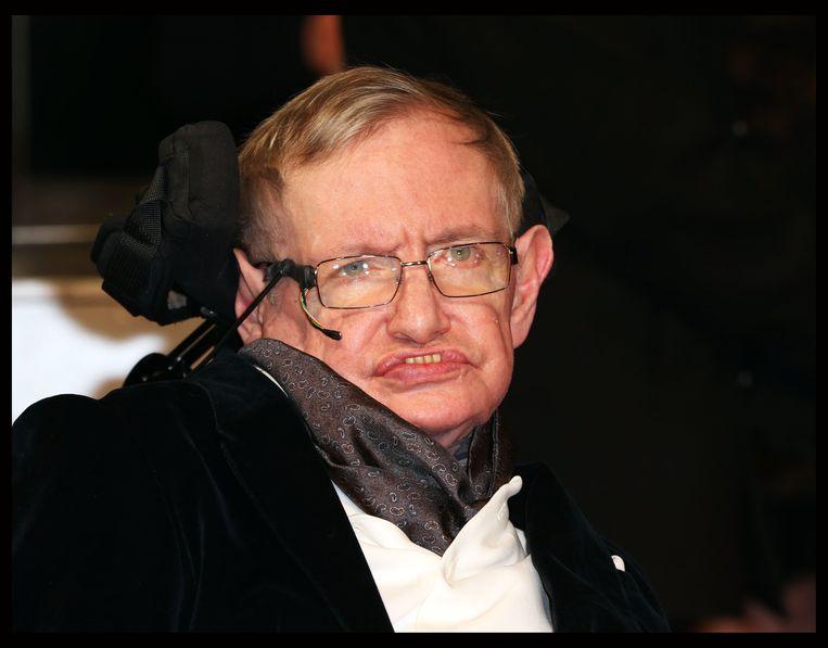 """""""We zijn gewoon een extra ontwikkelde apensoort op een inferieure planeet van een zeer gewone ster. Maar we kunnen het universum begrijpen. Dat maakt ons speciaal"""", zei Stephen Hawking over de mensheid."""