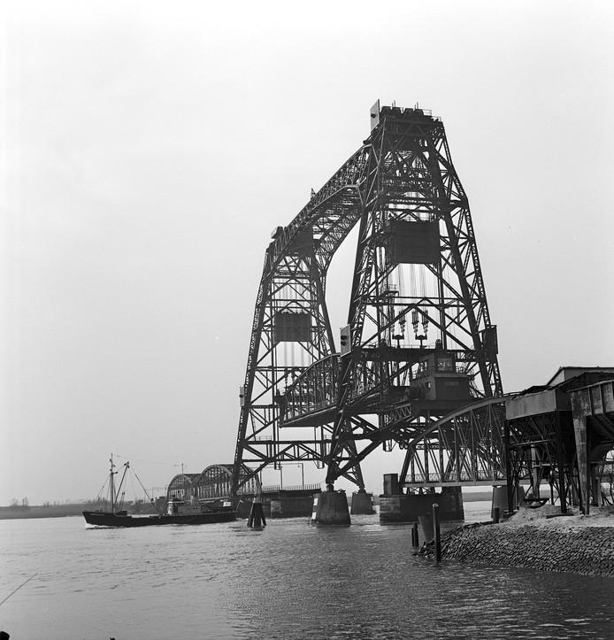 Historisch beeld van de Barendrechtse Brug.
