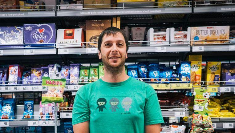 András Honyek Spar-klant in Boedapest Beeld Foto: Marcel Wogram