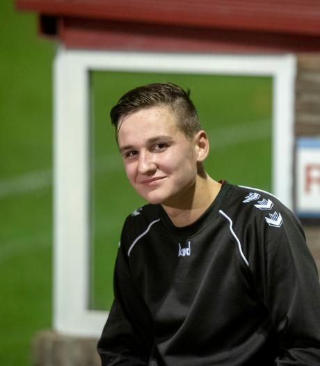 Milan (16) meldt zich ziek voor debuut, scoort winnende goal... en wordt dan ontslagen