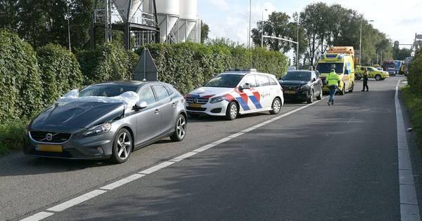 Fietser gewond door botsing met auto bij Rouveen.