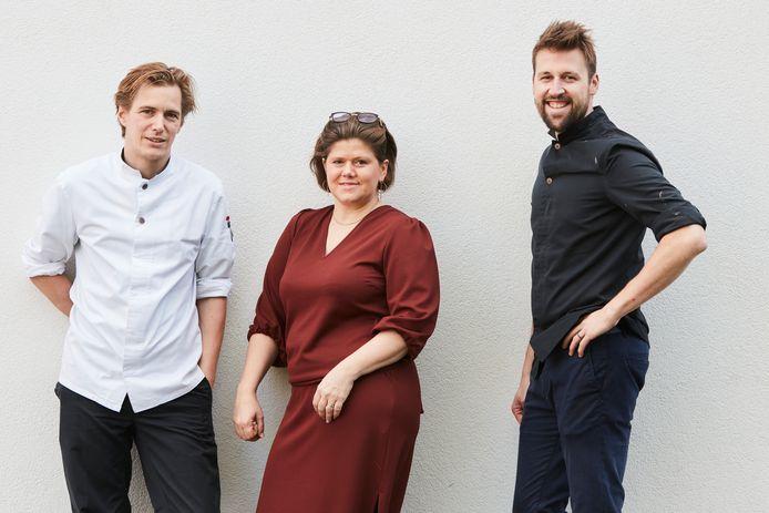 Chef Broes Tavernier en gastvrouw Lien D'hooge van 't Vijfde Seizoen, samen met Jeroen Poppe van eetwinkel Eetalage.